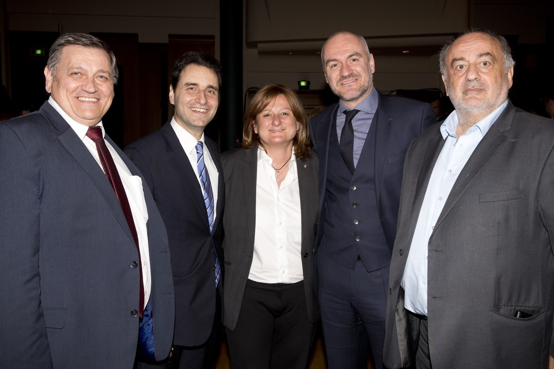 Συναυλία του Μάριου Φραγκούλη για το  Δίκτυο Κοινωνικής Αλληλεγγύης και Αρωγής