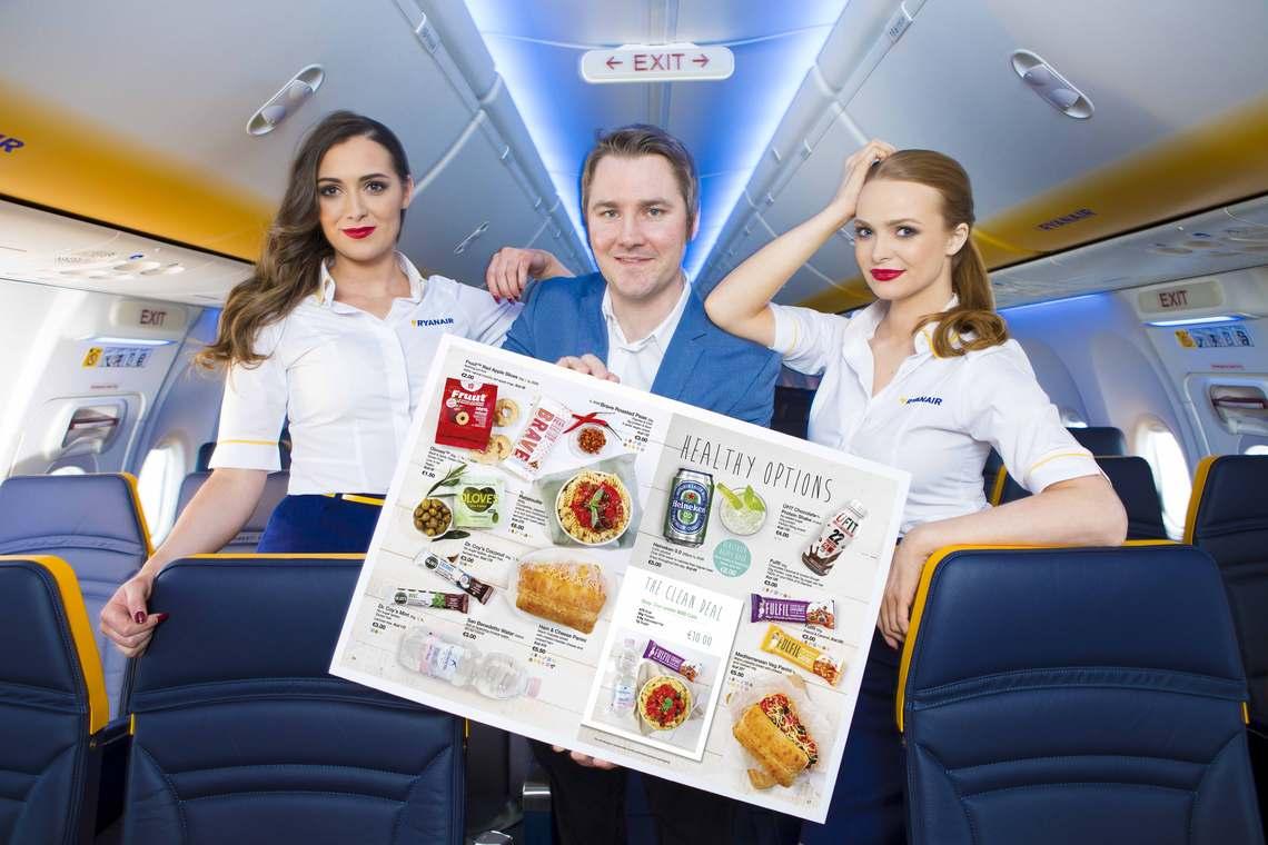 Ryanair: Νέο μενού με νέα υγιεινά σνακ και ποτά διαθέσιμα εν πτήση