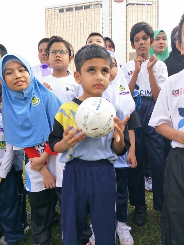 «Mια μπάλα για όλους» : η διεθνή καμπάνια για τα τυφλά παιδιά