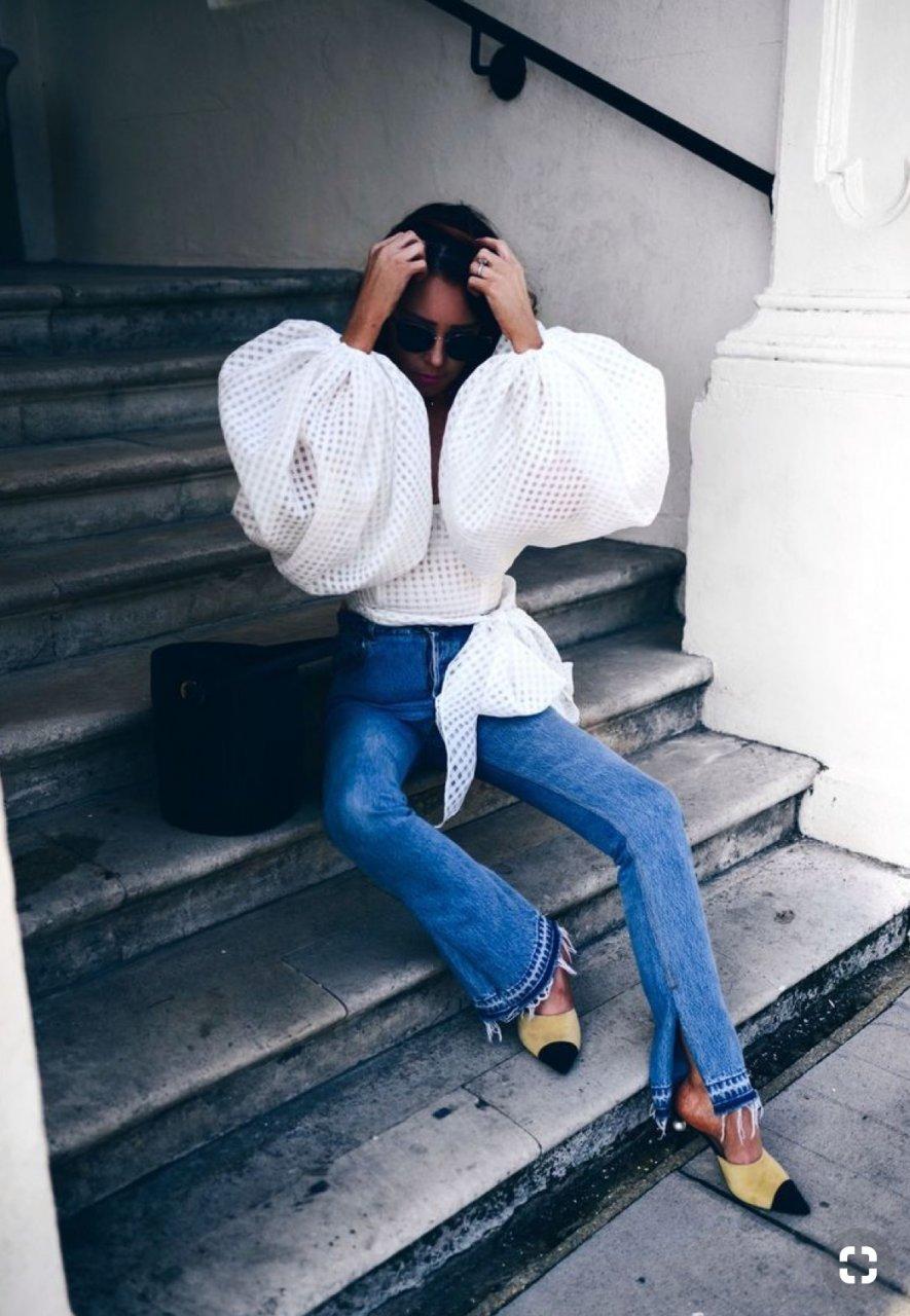 Η Νανά Κοντού παρουσιάζει τα πιο εντυπωσιακά φορέματα και tops της σαιζόν