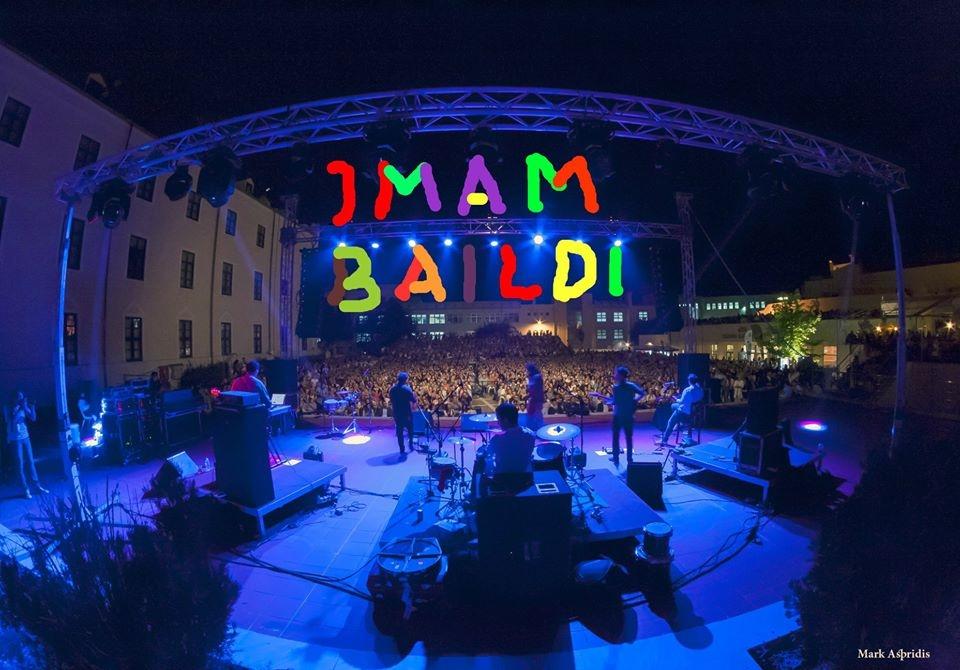 Κοσμοσυρροή στη συναυλία των Imam Baildi – Συγκινητική η προσφορά του κόσμου