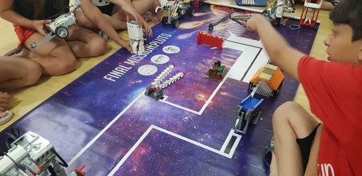 Από τους Δεινόσαυρους… στο Διάστημα: Η κατασκήνωση που σε ταξιδεύει στο χρόνο με Lego