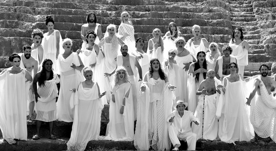 «Εκκλησιάζουσες» στο Αμφιθέατρο Ν. Μουδανιών και στο Θέατρο Δάσους