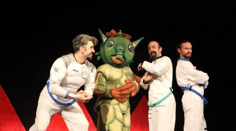 «Οι Τρεις Κοσμοναύτες» του Ουμπέρτο Έκο στο Θέατρο Αμαλία