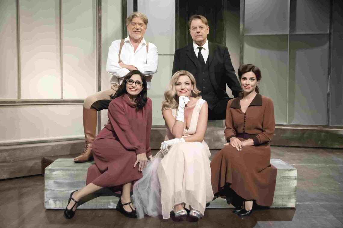 «Σπασμένο Γυαλί»: Έως και τις 2 Φεβρουαρίου στο Θέατρο Αριστοτέλειον