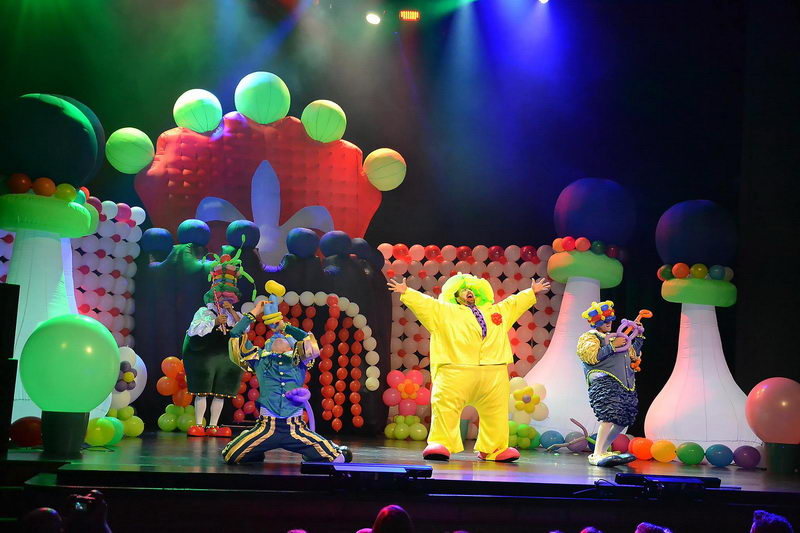 Funny Balls Show στο Θέατρο Κολοσσαίον