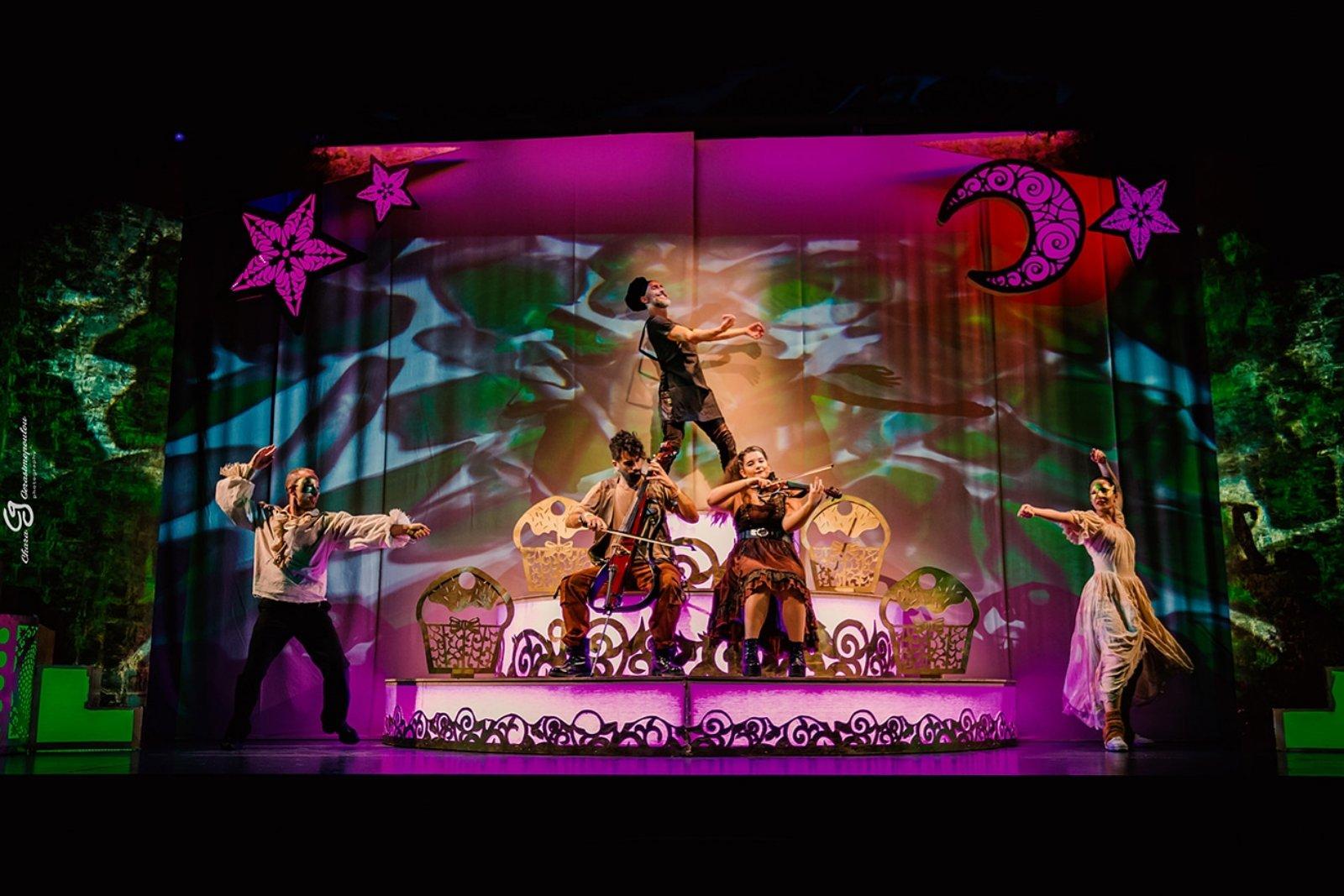 Είδαμε την παράσταση «Συρανό ντε Μπερζεράκ» του Ηλία Καρελλά στο Θέατρο Κάππα