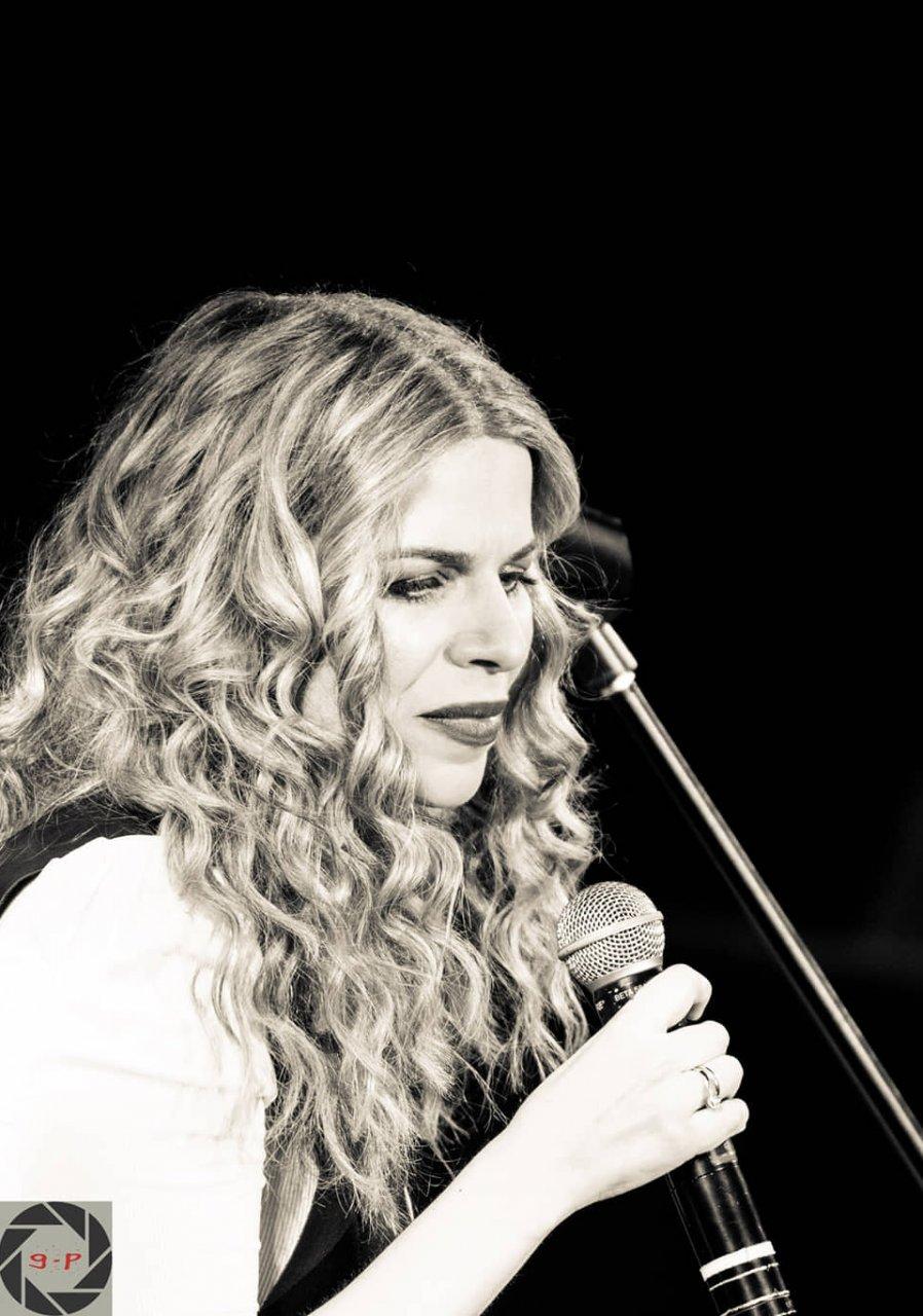 Βιολέτα Ίκαρη: «Το όνειρό μου είναι να συνεχίσω να μοιράζομαι όμορφα τραγούδια»