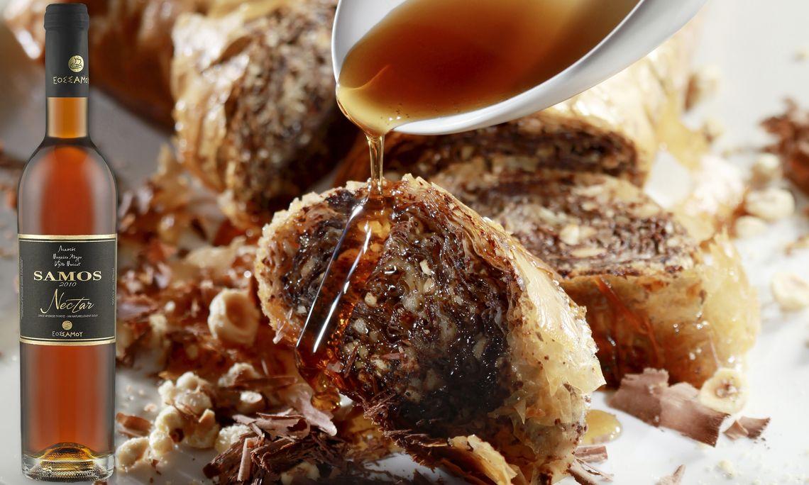 Η chef Ντίνα Νικολάου εμπνέεται από το Samos Nectar του ΕΟΣ Σάμου και δημιουργεί ένα «ερωτεύσιμο» γλυκό
