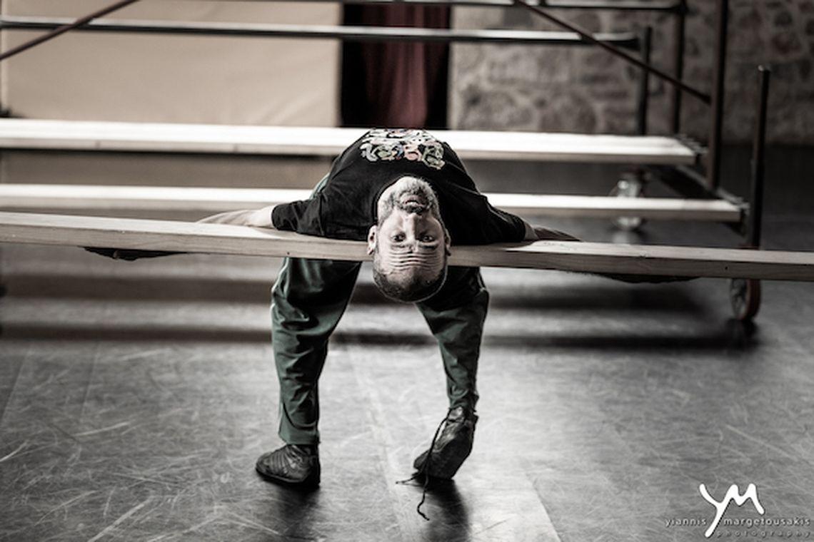 Αναβάλλεται το «Μάστερ και Μαργαρίτα κι όμΩς κινείται» στο Θέατρο Αυλαία